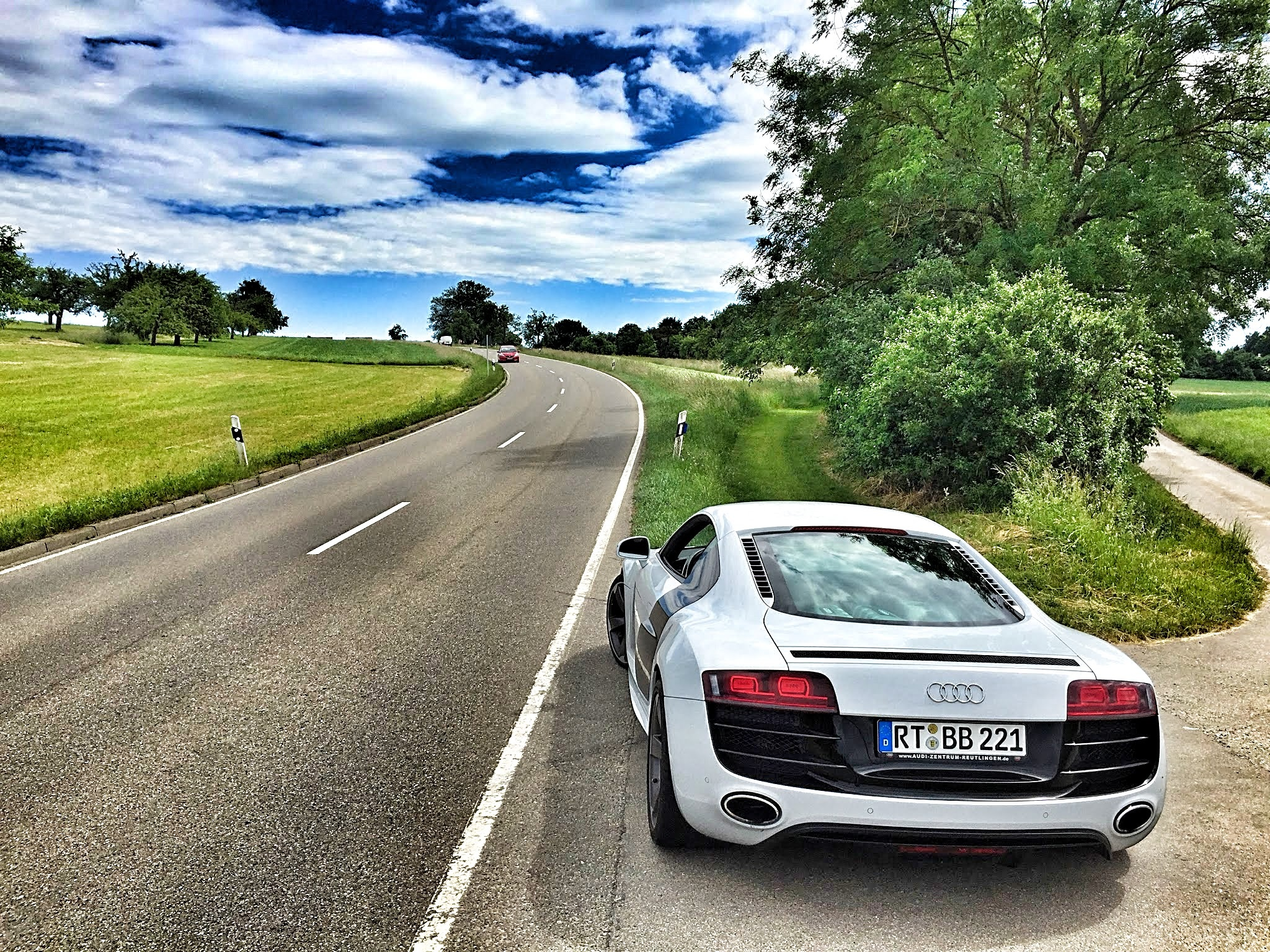 audi-sports-car-r8-marlene